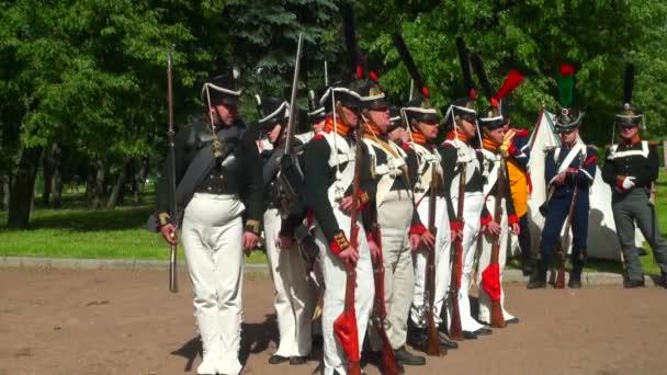 ruští vojáci za války s Napoleonem. roku 1812. Historická rekonstrukce