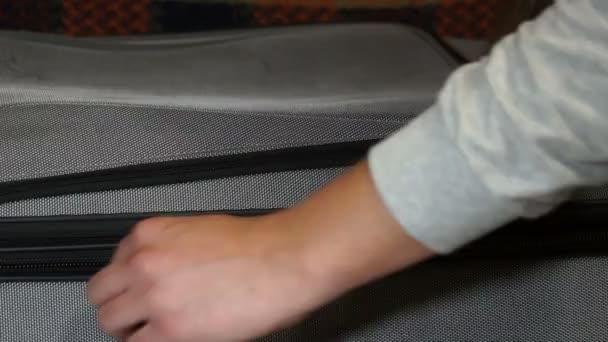 zip sponu na kufr