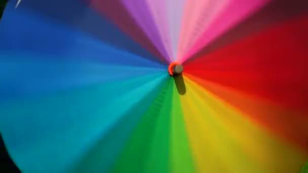 rotující barevný deštník