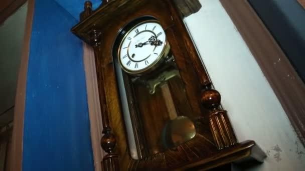 Antik óra az inga