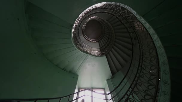 grunge, zelené točité schodiště