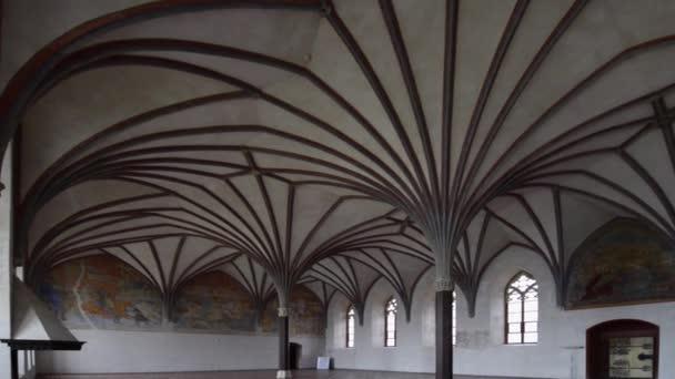 Gotická klenba v křižácký hrad v Polsku