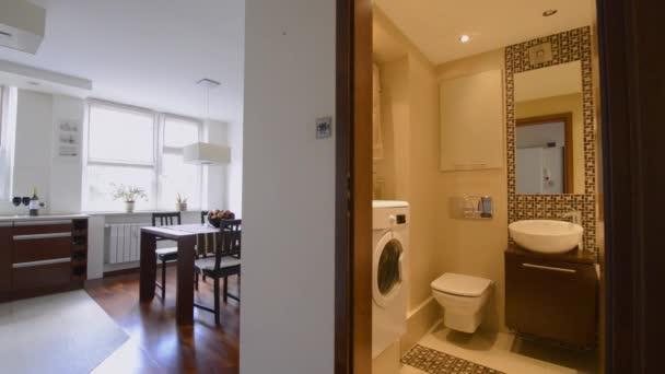 moderní interiérový design s koupelnou a kuchyní