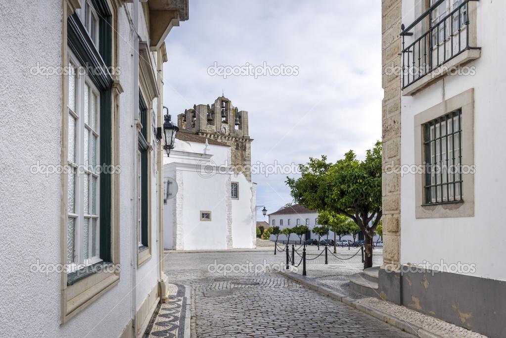 Casco viejo en faro portugal foto de stock jacek - Casco antiguo de lisboa ...