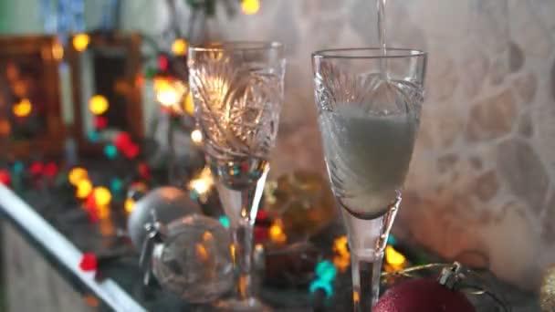 šampaňské do křišťálové sklenice