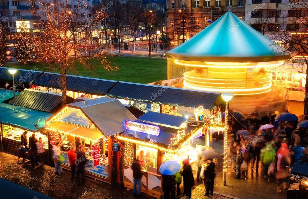 Activiteiten Op Kerstmarkt Stockfoto C Smileus 36115279