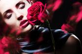 Fotografie attraktive Frau mit rose