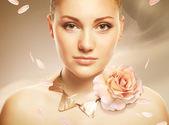 Fotografie atraktivní krásná žena s accessorize a růže