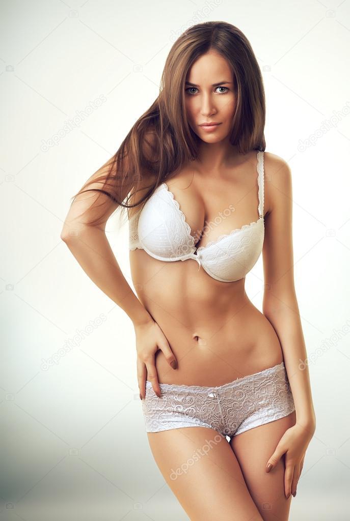 sexy hermosa mujer en ropa interior blanca — Fotos de Stock ... 54af08da2a3