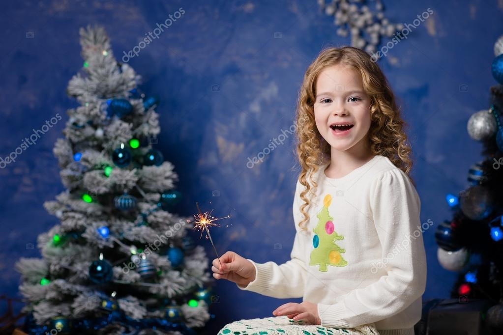Weihnachten konzept sch ne m dchen in warme kleidung mit for 2533 raumgestaltung und entwerfen