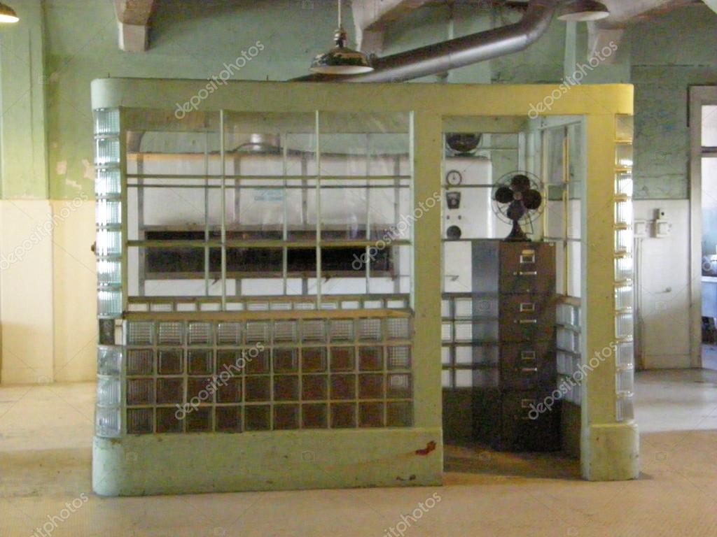 Alcatraz uyasi mashinasi alcatraz onlayn rejimida bepul oynaydi