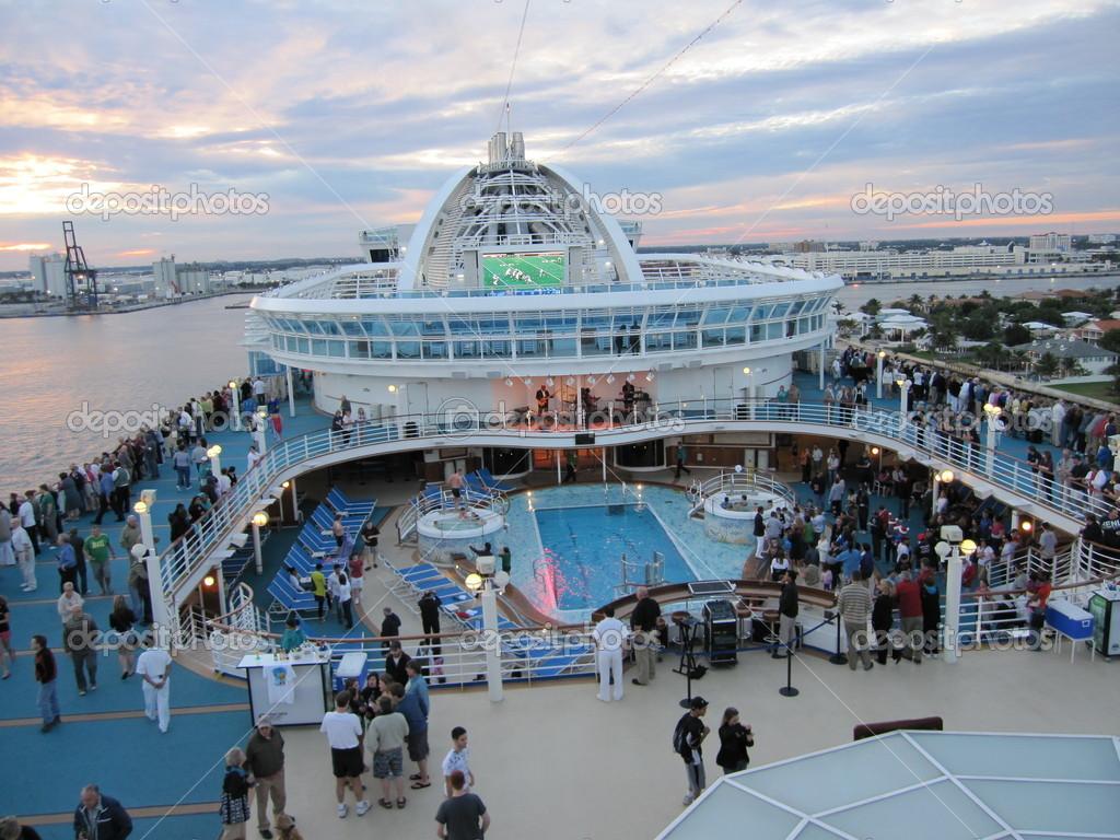Ruby Princess Cruise Ship Stock Photo 169 Sainaniritu 14276525