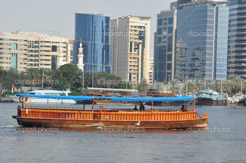 Boats, abras, dhows at Dubai Creek in the UAE – Stock