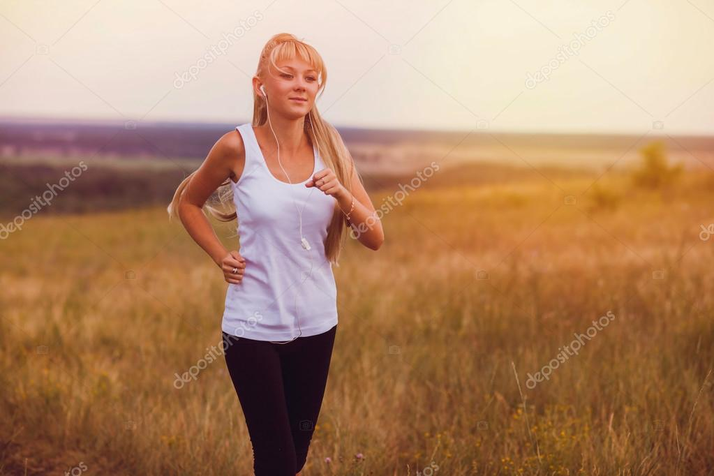 Фото молодых девушек природа