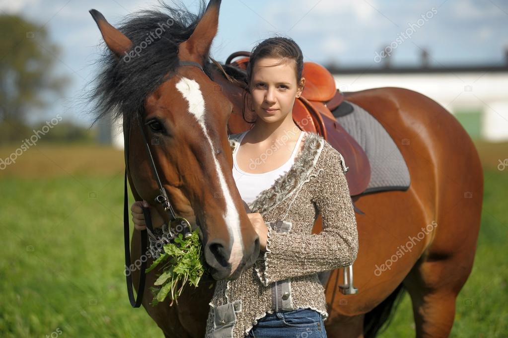 Belle jeune fille ado avec le cheval marron photographie evdoha 51695089 - Fille ado belle ...