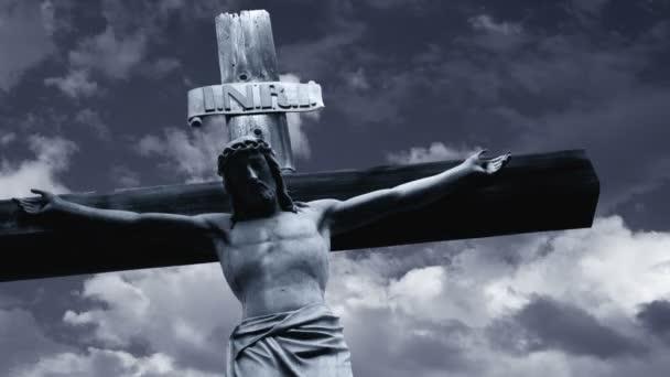 Jézus Krisztus a gyorsan mozgó felhők