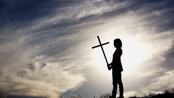 silueta ženy s kříž