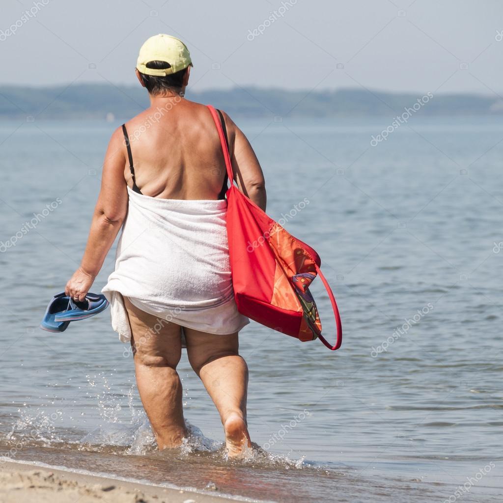 пожилые на закрытом пляже быстро встал теперь