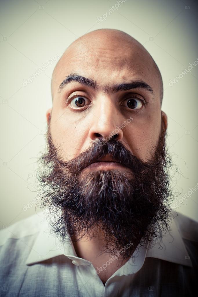 Lustiger Langer Bart Und Schnurrbart Mann Mit Weißem Hemd