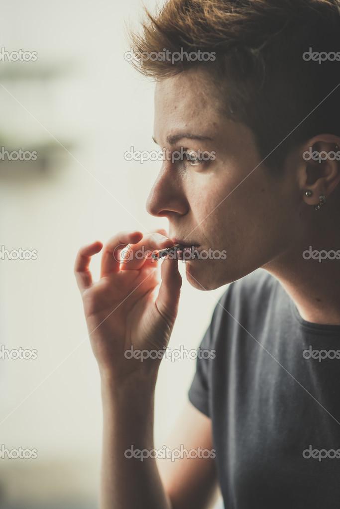 Лесби с сигаретой