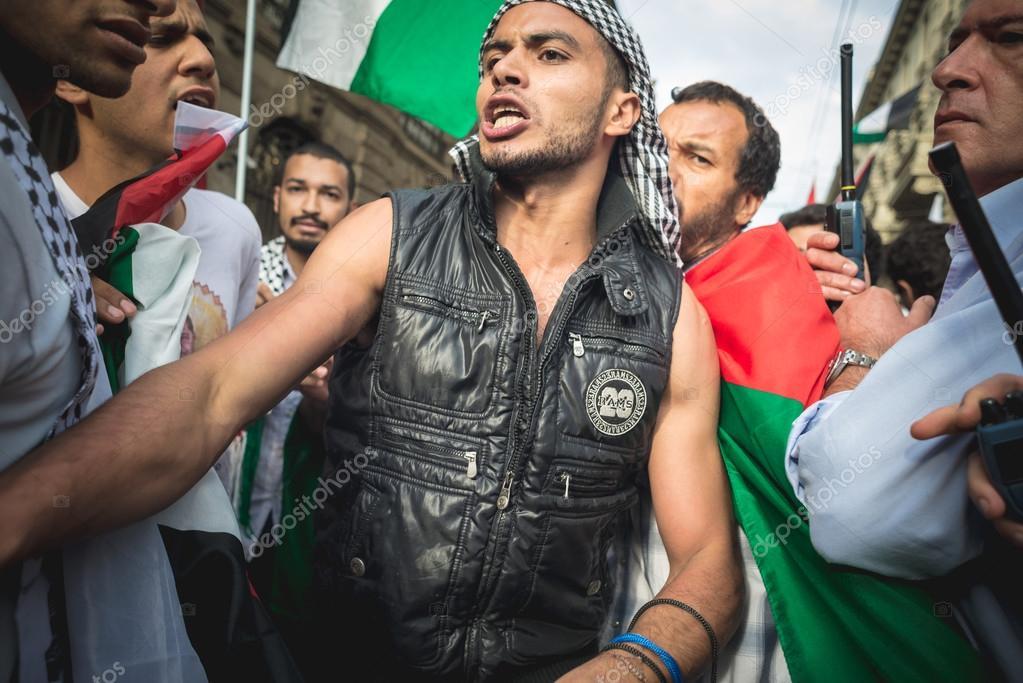 pro palestine manifestation in milan on july, 26 2014
