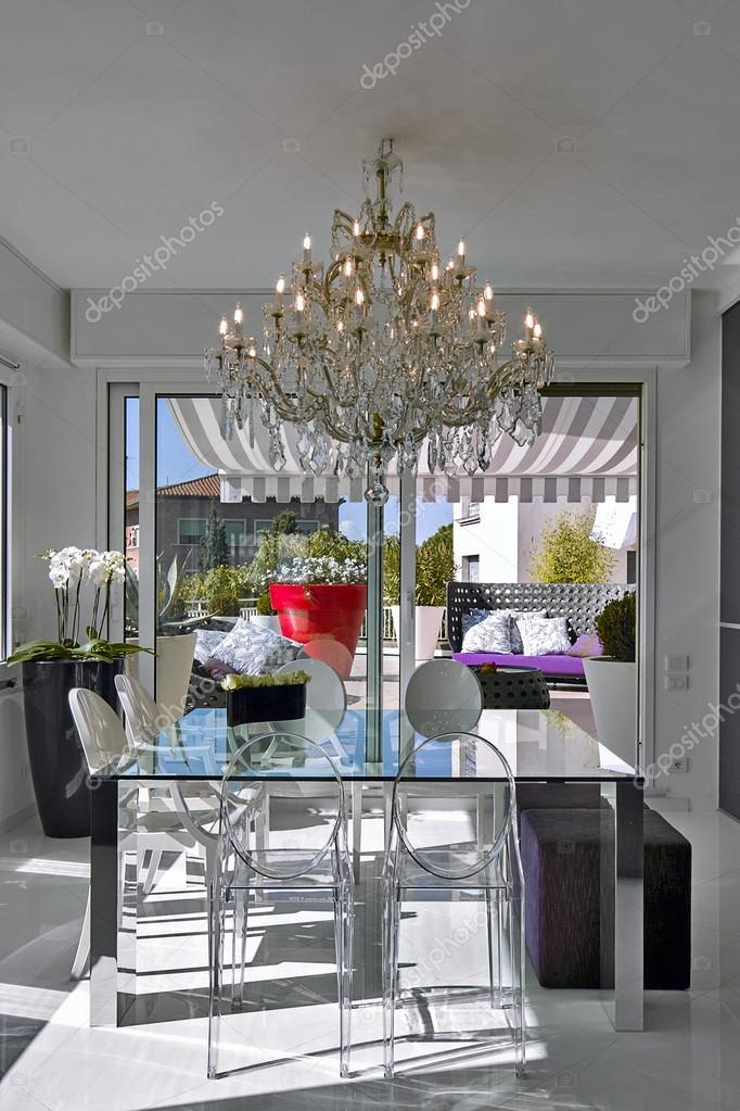 Tavolo in vetro moderno per un soggiorno foto stock aaphotograph 12603848 - Tavolo di vetro per soggiorno ...