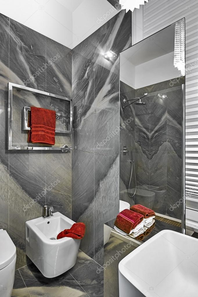 Dettaglio di sanitari del bagno piccolo moderno foto - Bagno moderno piccolo ...