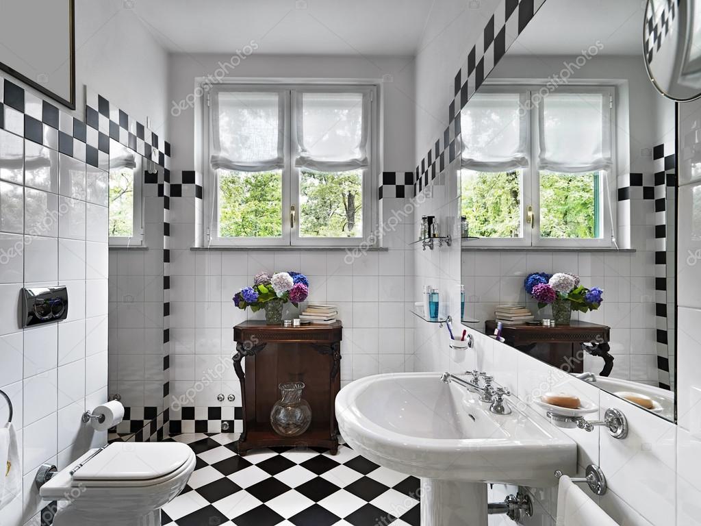Voorkeur moderne badkamer in zwart-wit — Stockfoto © aaphotograph #12696093 @XL95