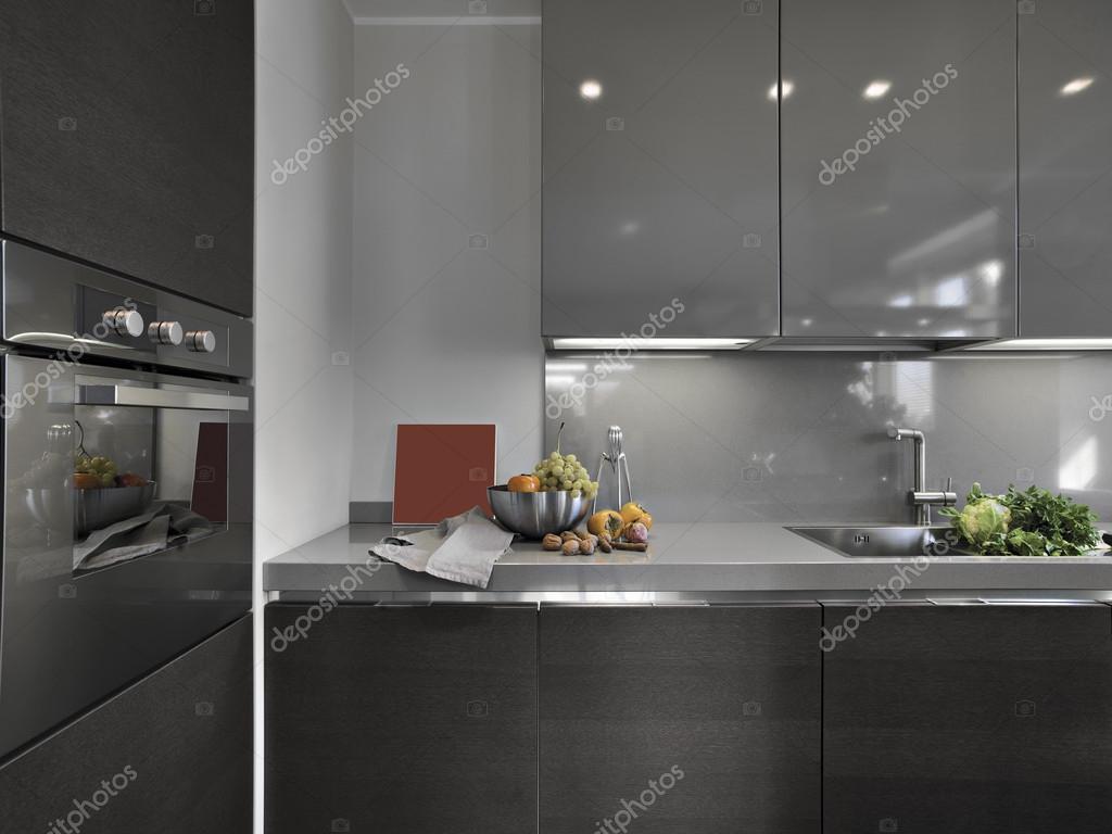 Frutas Frescas Sobre A Bancada De M Rmore De Uma Cozinha Moderna