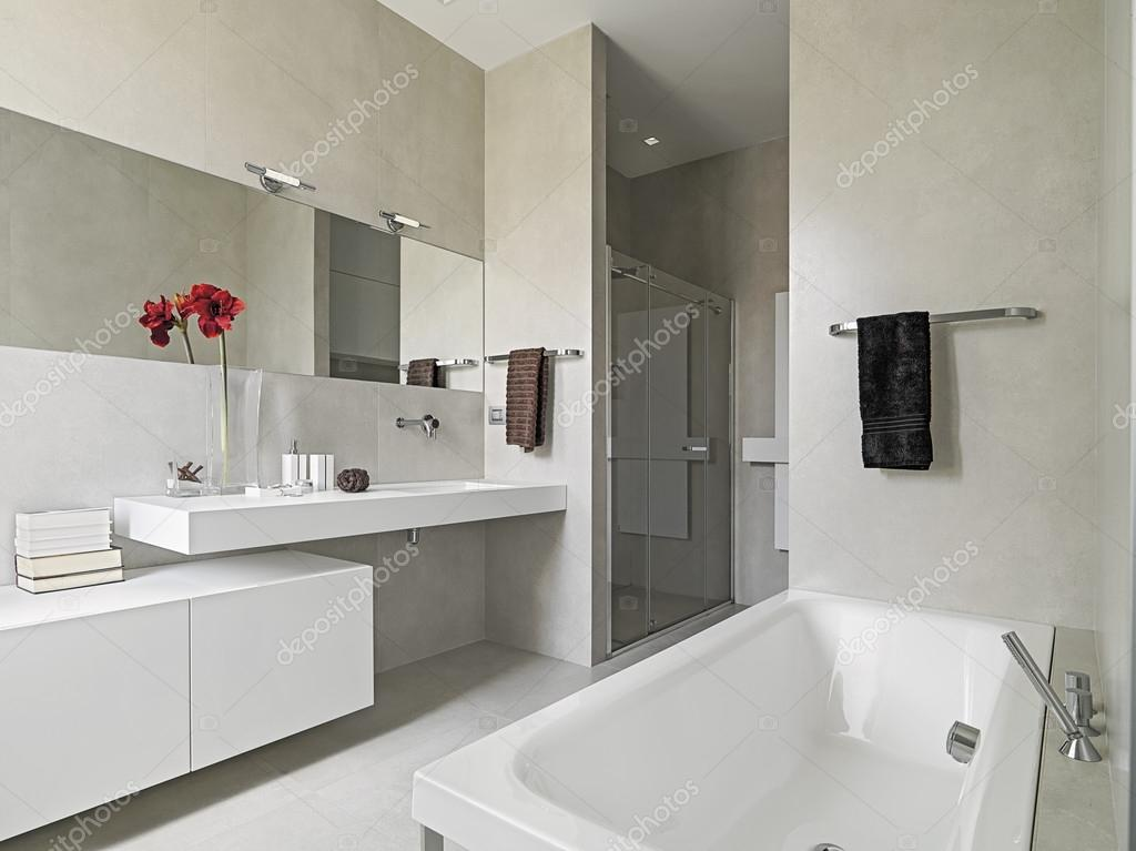Modern Badkamer Interieur : Moderne badkamer u stockfoto aaphotograph