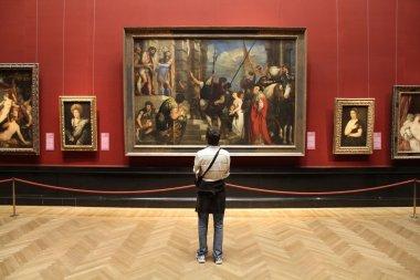 Vienna museum visitor