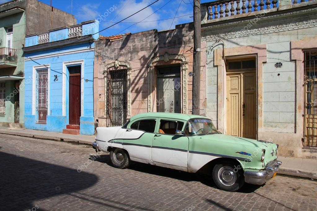 Old car in Cuba – Stock Editorial Photo © tupungato #42465483