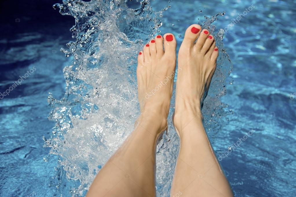 fekete tini lábujjak