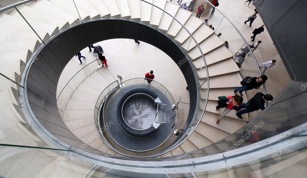 Una escalera de caracol en el louvre foto editorial de - Cerrar escalera caracol ...