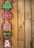vánoční věnec a perník na dřevo