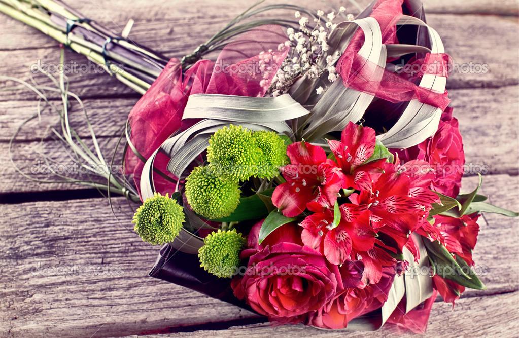 Vintage Hochzeitsstrauss Auf Altem Holz Stockfoto C Vician 47743801