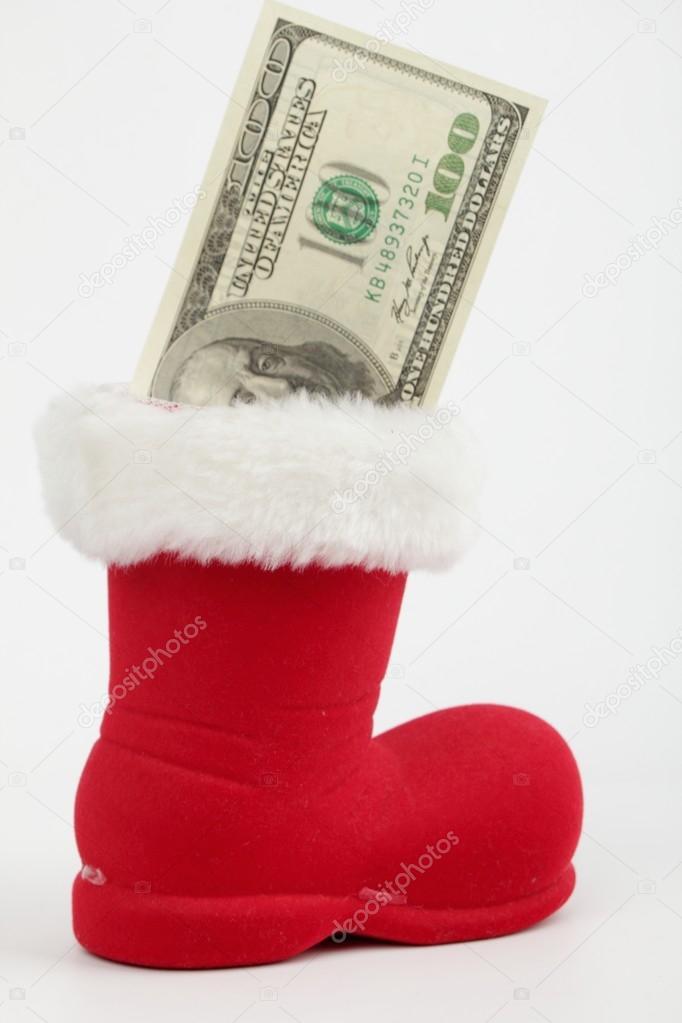Billete de 100 dólares en una bota de Navidad — Foto de stock