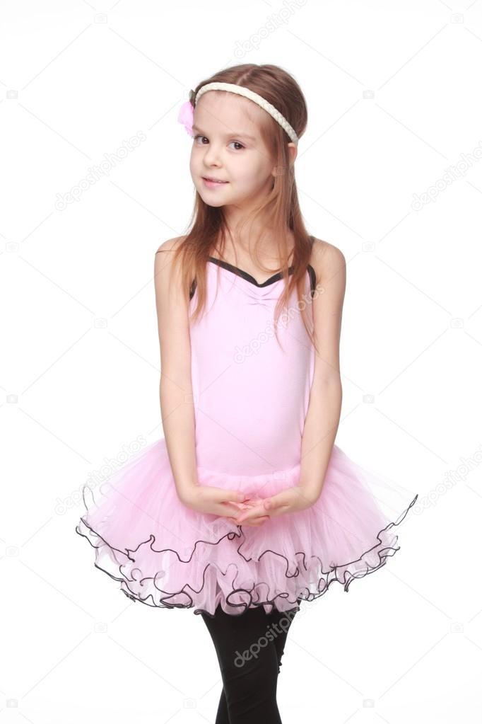 niña bonita expresa sus sentimientos sobre bailarcon linda pequeña ...