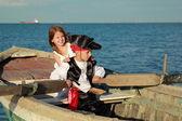 Fotografie schöne kleine Kinder spielen Piraten