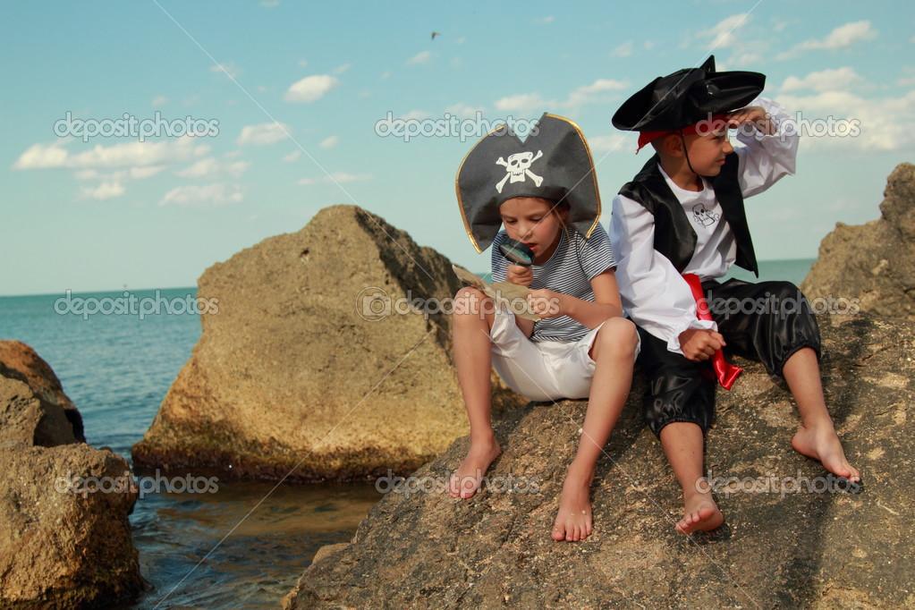 https://st.depositphotos.com/1037331/2923/i/950/depositphotos_29236997-stock-photo-joyful-little-girl-and-boy.jpg