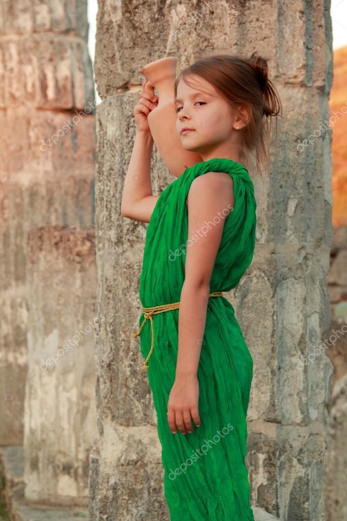 schöne junge griechische Göttin in Smaragd grün Vintage Kleid ...