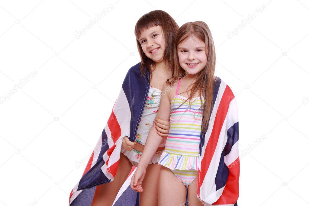 fd6d9f855d1f0 Девочки в купальниках, холдинг британский флаг– Стоковое изображение