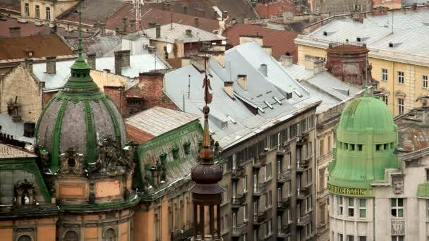pohled přes střechu Lvov