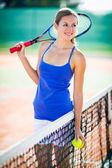 Portréja egy csinos, fiatal teniszező