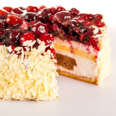 Cottage cheese cake red berries and almonds
