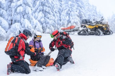 Ski patrol team rescue woman broken arm