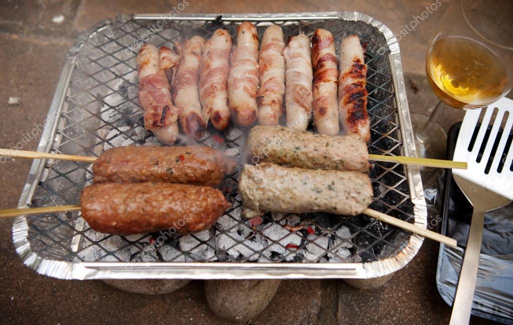 saucisse de kebab de barbecue barbecue jetable photographie tlorna 28291355. Black Bedroom Furniture Sets. Home Design Ideas