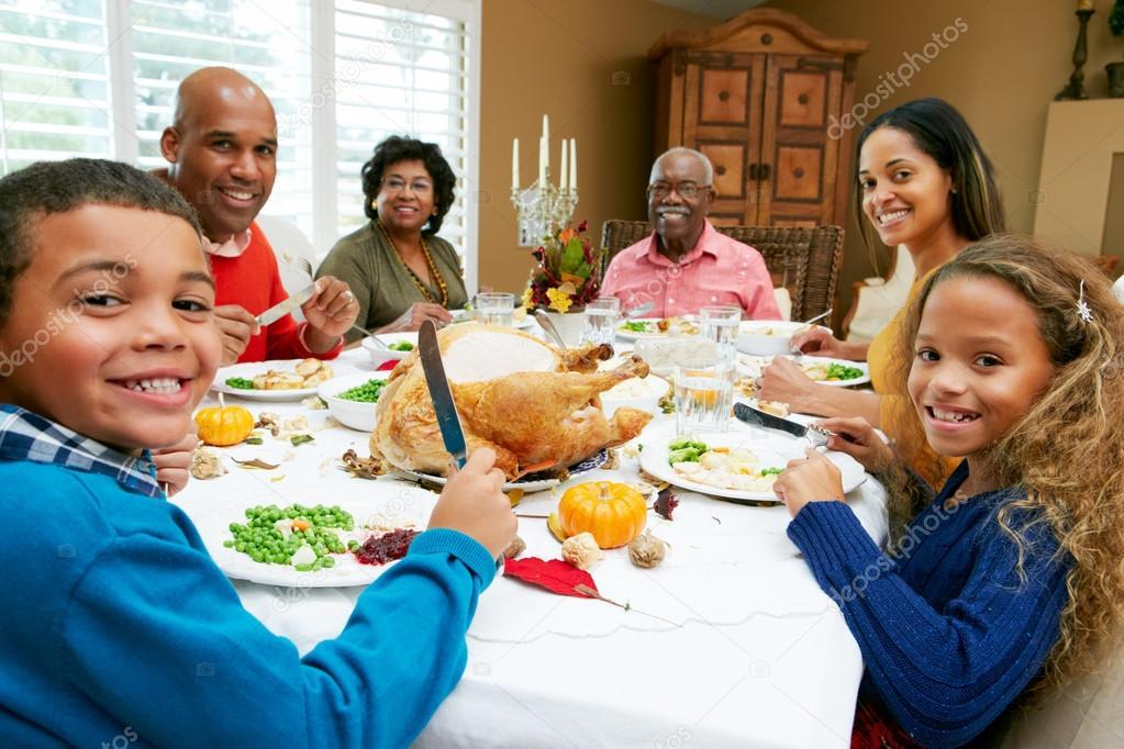 family eating thanksgiving dinner - 1000×600