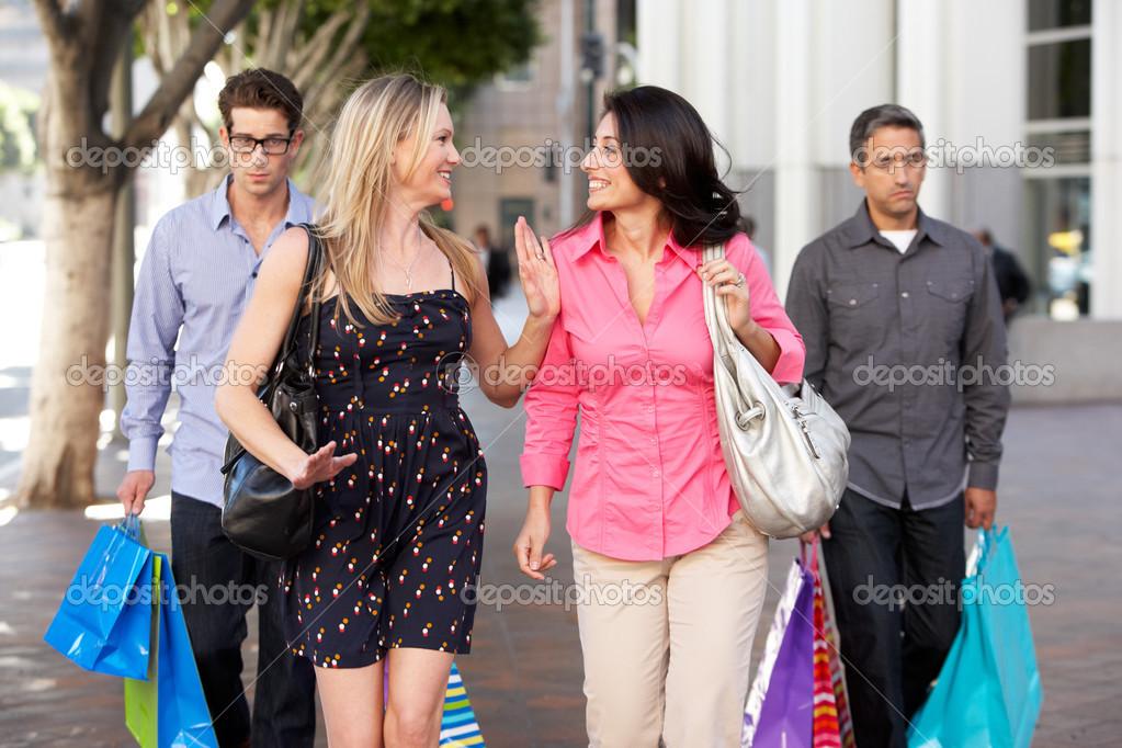 Con Socios Aburrido Hombres Bolsas De Cargando Parejas Dos p0wqE510