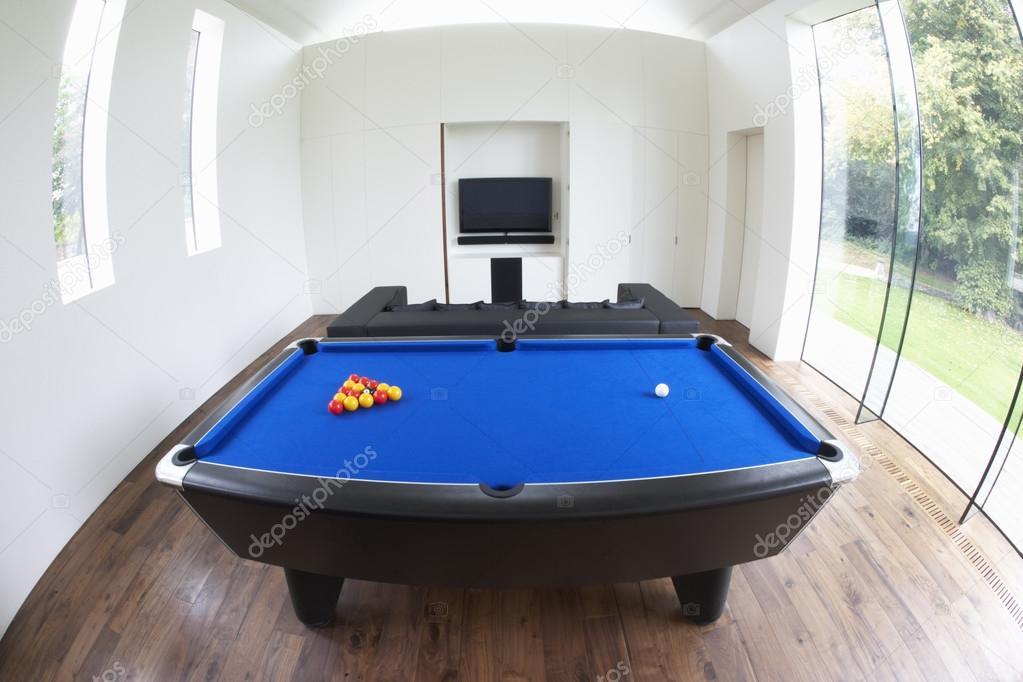 Interior de la sala de juegos en casa moderna foto de for Casa moderna juegos